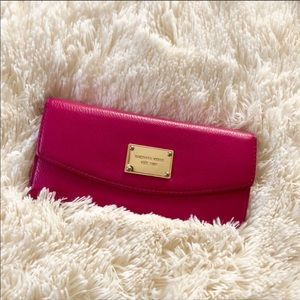 Michael Kors Fuchsia Leather wallet